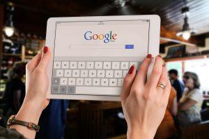 איך יוצרים קשר עם גוגל