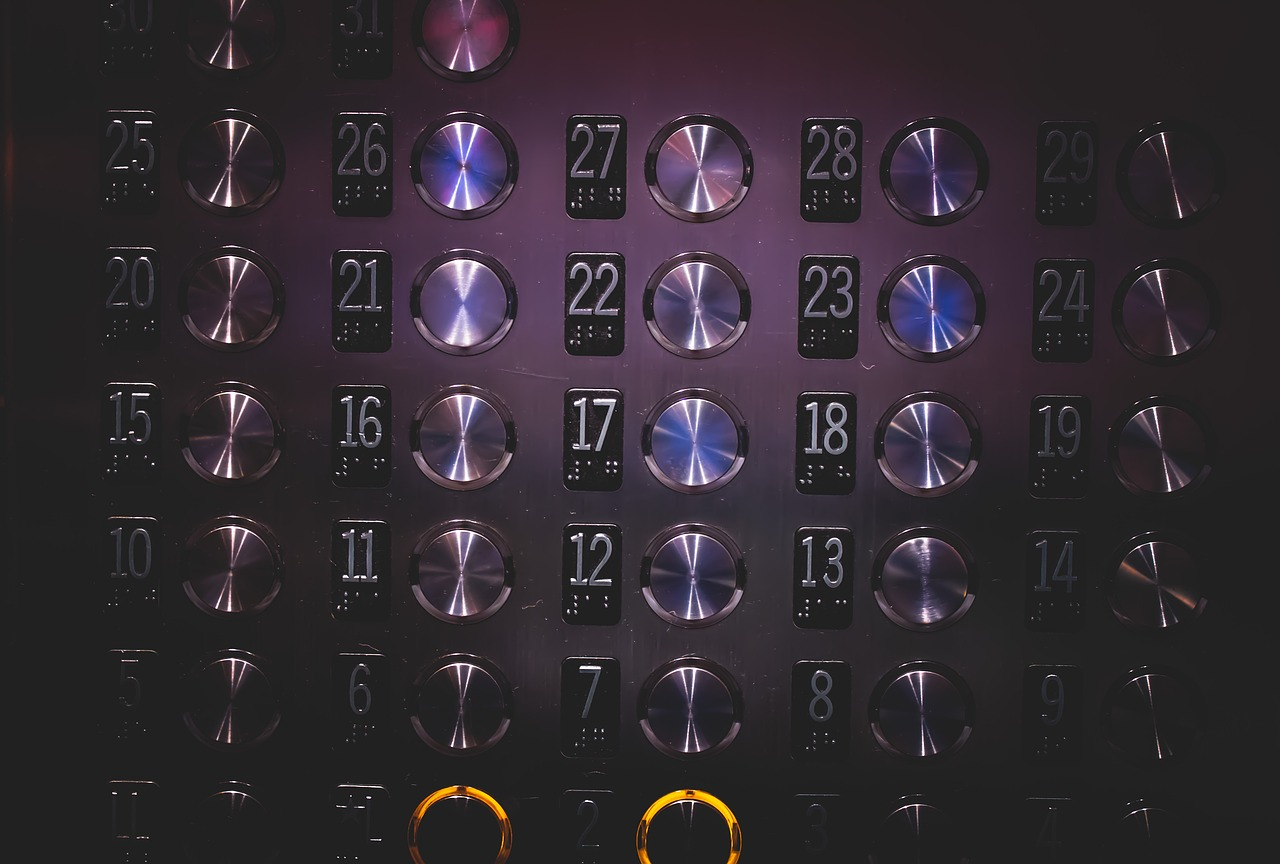 חליפת הגנה למעלית