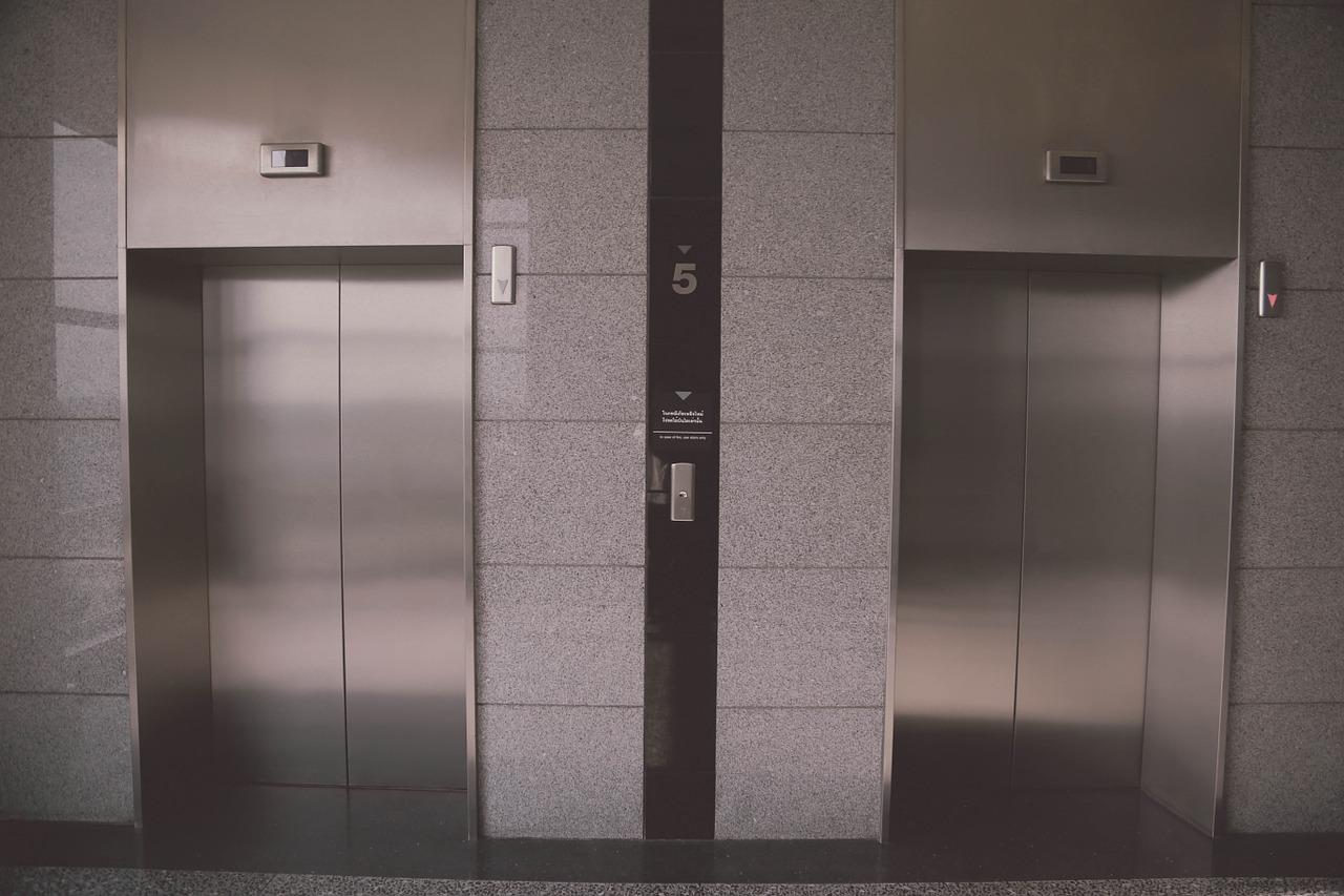 חליפת הגנה למעלית מבד